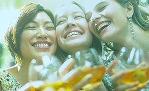 チョーヤ梅酒、新TVCMが完成 新しい飲用スタイル表現