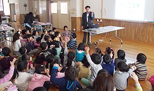全国養鱒振興協会、ニジマス普及PR 荒川区の小学校で特別授業・給食