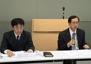 提携会見を行う石垣食品・石垣裕義社長(右)と、神戸物産・矢合康浩取締役兼STB部門長
