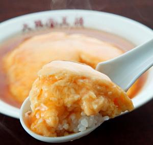 モバイルサイト「食生活研究所」を通じて誕生させた「ふわとろ天津飯」