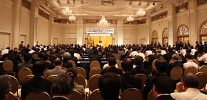 約450人が参加した贈呈式(9日、東京・新橋の第一ホテル東京で)