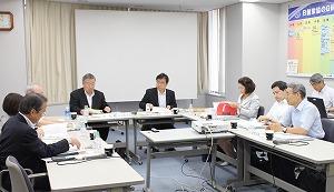 検討会は寺田雅昭座長以下、委員9人、研究員6人の有識者らで構成