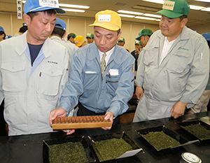 静岡茶市場の新茶初取引