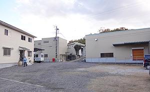 本社工場(左)とブレンド工場