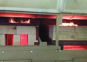 新設したれんが積みの炭火焙煎。真ん中がれんが積み釜