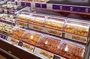 惣菜売場ではいなり寿司のバイキングも展開=FOから移転のFSカスミ柏千代田店で