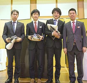 優秀会員3社と金田陽介社長(右端)