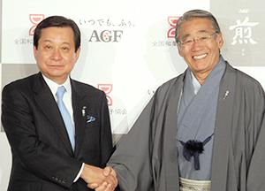 横山敬一社長(左)と細田治会長