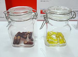 食品封入カプセルの新技術、食用油分野で新たに実用新案を申請(醤油とオリーブオイル(右))