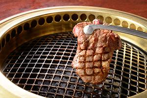15年から「焼肉」が「洋食」から独立して調査品目に。焼肉ブームは根付いた。