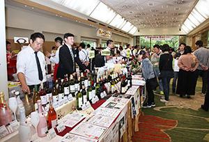 県産ワインなどに注目が集まった酢徳の展示会