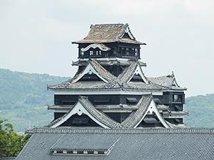 シンボル熊本城も天守閣のしゃちほこが崩れ落ちるほどの被害となった