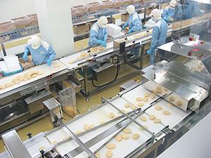 道内の冷凍食品工場(コロッケ製造ライン)