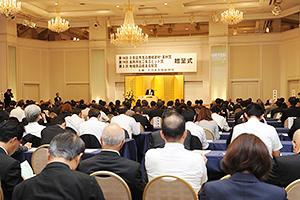 多数の業界関係者の祝福に駆けつけた前回の贈呈式