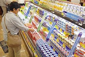 市場をけん引する機能性ヨーグルトとギリシャヨーグルトは売場でコーナー化も浸透してきた