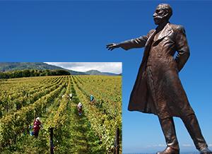 さっぽろ羊ヶ丘展望台のクラーク博士像(右)、広大なブドウ畑の収穫風景~北海道ワインの自社農場・鶴沼ワイナリ=北海道ワイン提供