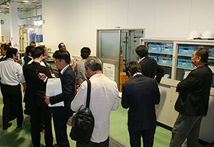 今回のツアーの目玉である大隅加工技術研究センターを視察する参加者
