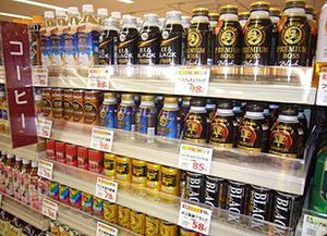 限られた店頭棚を巡り、切磋琢磨しあい、活性化を図る缶コーヒー