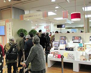 初日売上げは、三越伊勢丹がネット販売前年比20%増、そごう横浜店がギフトセンター30%増と好スタートをきった(写真=三越日本橋本店)