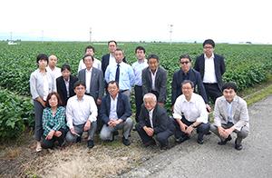 視察に参加した会員からは「大豆生産で全国有数の佐賀県の関連施設を見学でき、非常に有意義だった」などの声が聞かれた