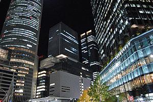 名古屋駅周辺の商業ビルのオープンがひと段落。目新しい店、華やかな店が活気を見せる。一方、近隣の昔ながらの繁盛店も負けてはいない