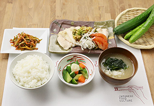 「全社食育イベント」では月ごとに旬の素材を調理する