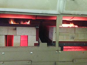 レンガ積みの炭火焙煎機