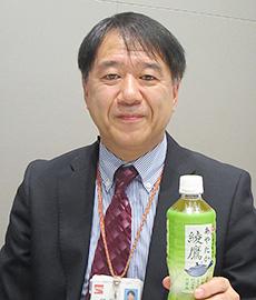 「綾鷹」を手にする遠藤誠司部長