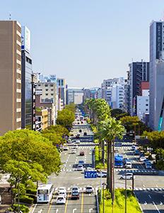 福岡市博多区の大博通り(写真提供=福岡市)