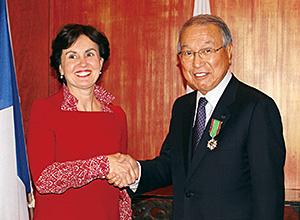 カトリーヌ・ジェラン=ラネール局長(左)と上島達司会長