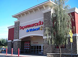 ヒスパニック系住民対象に展開しているウォルマートの小型スーパーストア(米国フェニックス市)