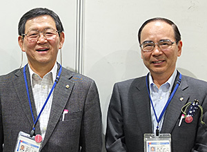尾家啓二社長(左)と野々村透執行役員