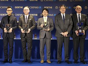 左から中田英寿氏、山井太氏、出雲充氏