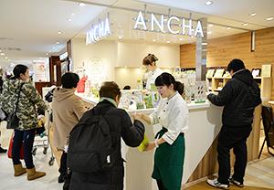 にぎわう「ANCHA KYOTO新さっぽろカテプリ店」