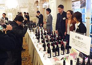 注目のワインなどが並んだ試飲会