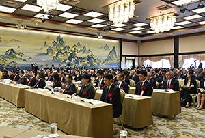 会場となった東京・元赤坂の明治記念館には約550人が集まり、受賞を祝った