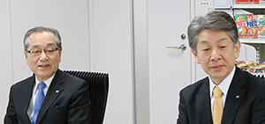 17年度方針と新商品を発表する梅崎信彦常務執行役員(左)と長尾信哉執行役員