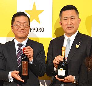 高島英也社長(右)と時松浩取締役常務執行役員