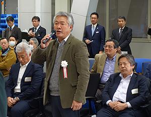 開会のあいさつをする松田浩社長