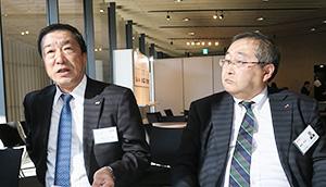 商談会前に会見する米川敏男社長(左)と黒澤秀明取締役常務執行役員