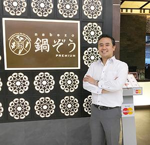 ノブル・レストランのMDエーさん=タイ・バンコクの商業施設に入居する「鍋ぞう」で小堀晋一が2月7日に写す