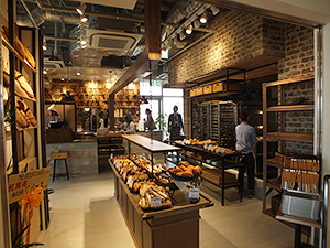 「THE GROUNDS BAKER 柏の葉T-SITE店」の店内