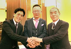 左から山本水産の坪井俊之社長、関東食糧の臼田真一朗社長、山本進吉会長