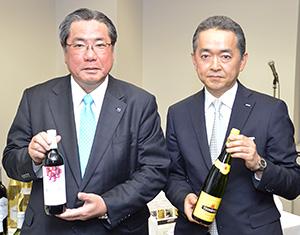 平野伸一社長(左)とエノテカの櫻井裕之社長