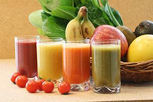 スムージーなど、従来とは異なる「野菜・果実飲料」の持つ価値や魅力、飲用シーンの提案が、新たなユーザー獲得に成功するなど伸長要因だ=写真提供・カゴメ