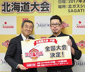 小篠亮常務執行役員(左)とCaldoCalcioの佐藤悠祐オーナーシェフ