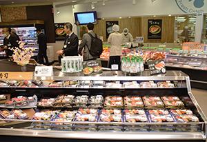 鮮魚売場で寿司コーナーを展開して鮮度を訴求