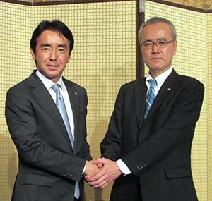 竹増貞信ローソン社長(左)と山口浩志スリーエフ社長
