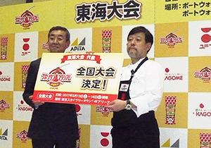 小篠亮氏(左)、ことこと屋洋食珈琲館・長久手店