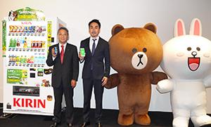 左から岩田実キリンビバレッジバリューベンダー社長、出澤剛LINE社長